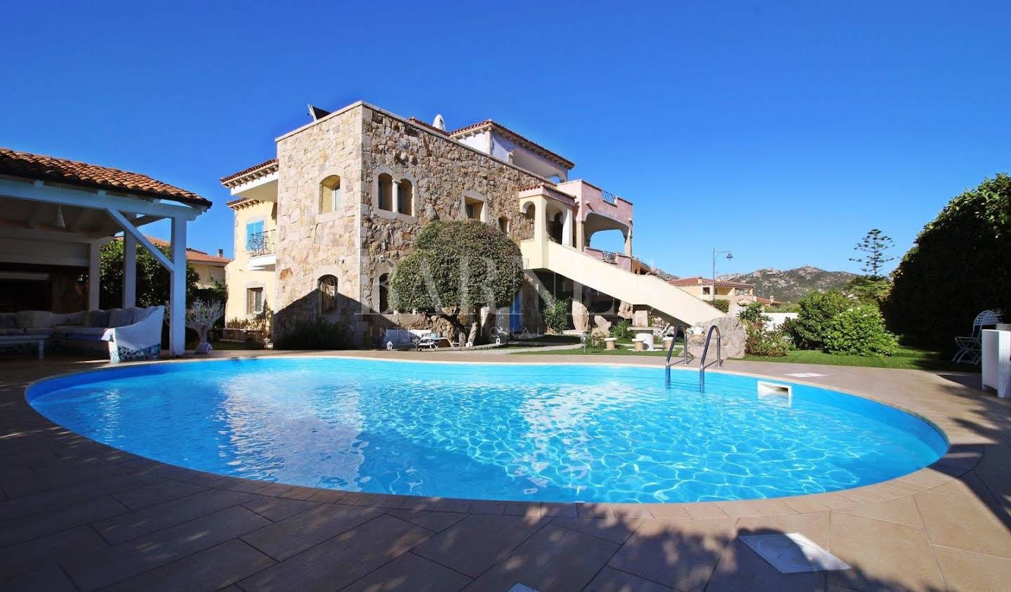 Villa with pool and garden Olbia