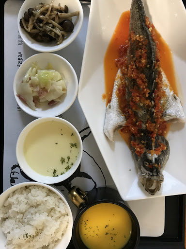 泰式檸檬魚  歐式卡菲雞肉飯