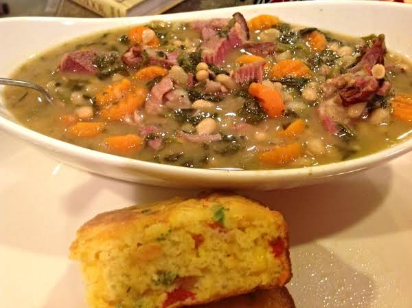 Hearty Navy Bean & Spinach Soup