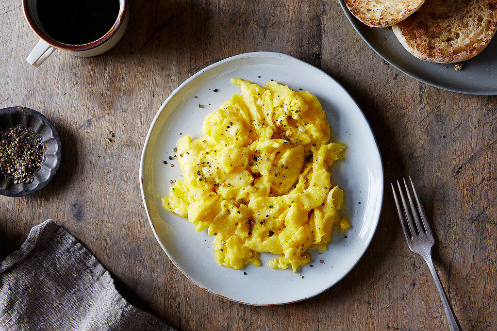 Make scrambled egg magic—in 15 seconds.