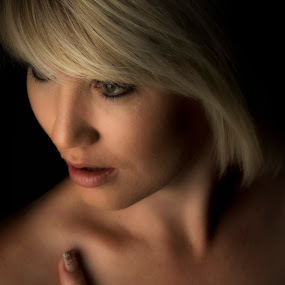 by Ruari Plint - People Portraits of Women ( inviting, nude, holding, bodyscape, blond, shadows )