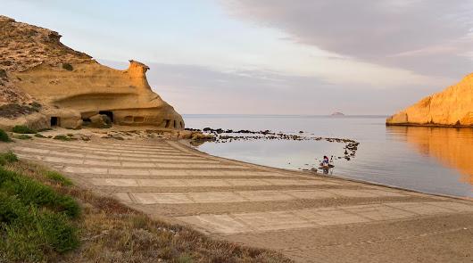 Pulpí inicia la temporada de verano parcelando sus playas para evitar contagios