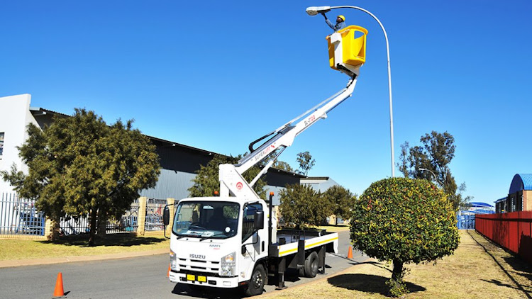 The SLT 180 telescopic aerial platform will be developed and manufactured locally by Isuzu business partner Smith Capital Equipment to reach heights of 16-18 metres, which previously could be achieved only with imported platforms