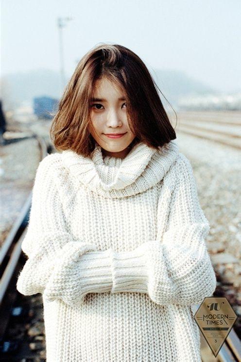 IU sweater 10