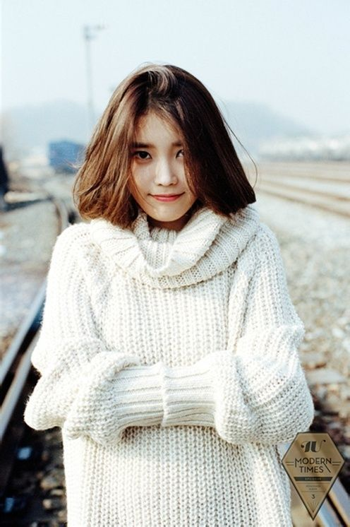 IU sweater 10