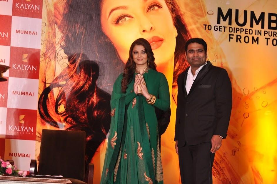 Aishwarya Rai doing Namaste