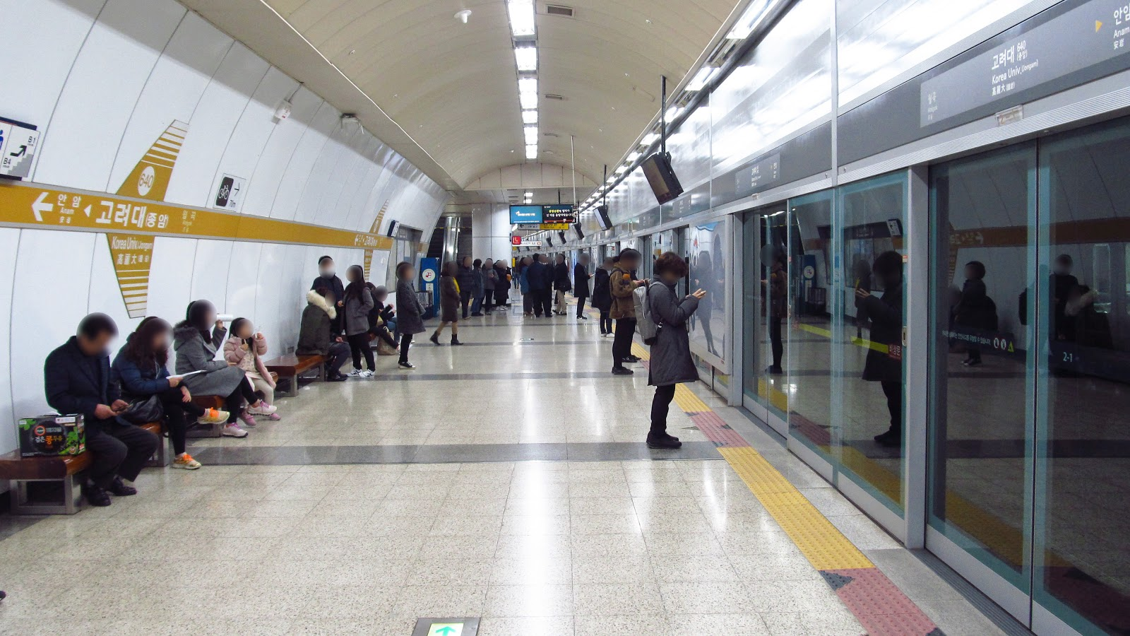 Seoul-metro-640-Korea-university-station-platform-20181125-153624