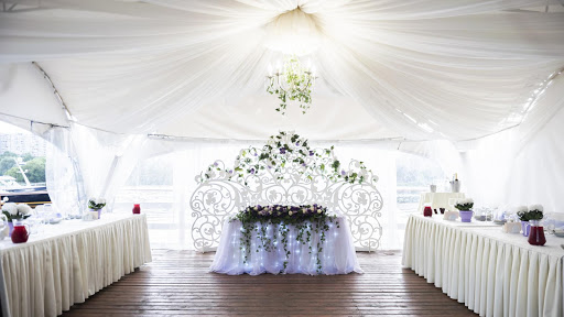 шатер для свадьбы в «Поместье-Парк»