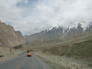 Photo: Projíždíme přes údolí Oytagh ...