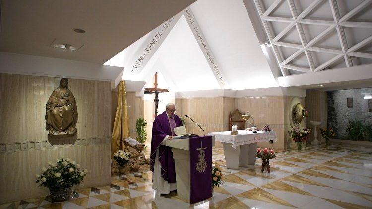 Đức Thánh Cha giảng trong Nhà nguyện Thánh Marta: Người Ki-tô hữu phải vui mừng