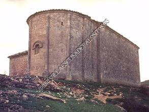 """Photo: Ábside y posterior de la iglesia antes de la """"conservación"""" de 1999."""