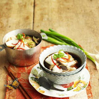 Noodle Soup with Mushrooms and Tofu.