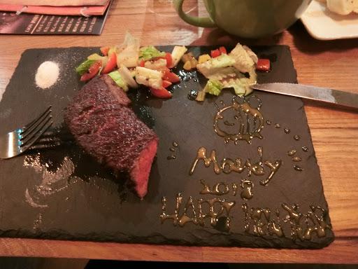 餐點真的不錯!而且也看的出來廚師的用心~肉很多汁又超嫩!!超愛吃牛肉的我真心推薦👍