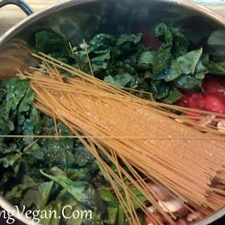 One Pot Pasta with Fresh Tomatoes, Basil and Kale.