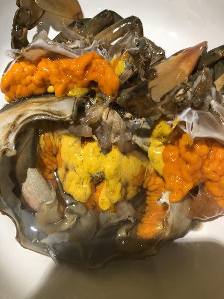 現在的螃蟹套餐都是活的 膏超多 超厲害