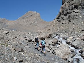 Photo: Delante nuestro la Aiguille Oriental de la Saussaz (3.323m), y a la derecha la pared que baja de la Pointe Salvador (3.202m)