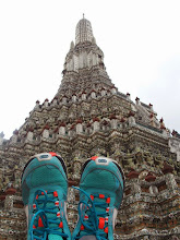 Photo: Mes baskets Kalenji au Wat Arun- Bangkok