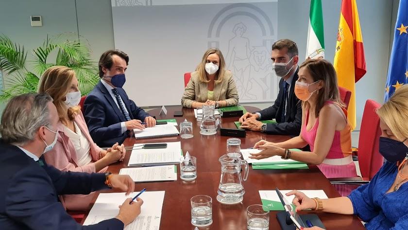 Reunión de la consejera de Fomento y del alcalde de la capital