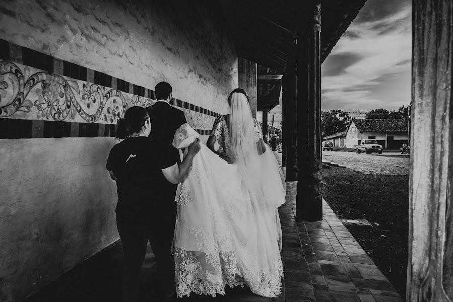 Wedding photographer Valery Garnica (focusmilebodas2). Photo of 17.01.2019