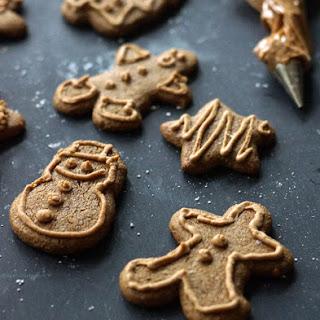 Vegan & Paleo Gingerbread Cookies.
