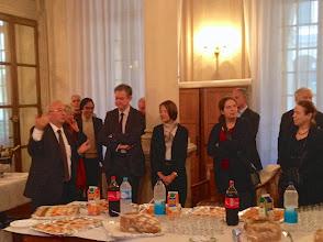 Photo: Patrice CORRE, proviseur du Lycée Henri IV, recevant les participants au cocktail