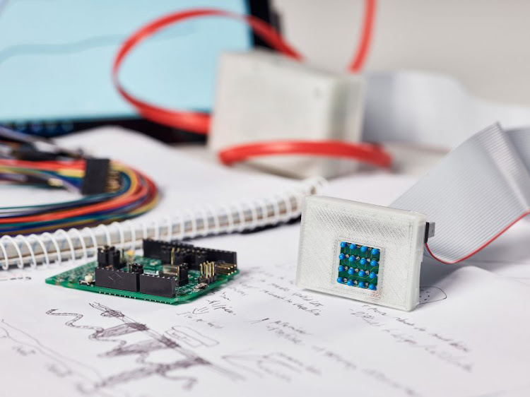 sKan uses temperature sensors to detect melanoma in a quick and non-invasive way.
