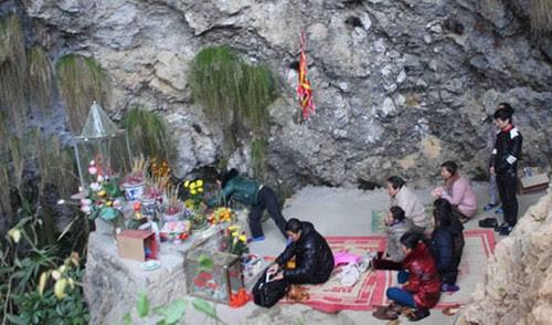 Nhộn nhịp lễ hội Động Tiên Sơn Lai Châu năm 2014 - 3