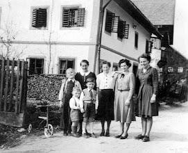 Photo: Franzi,Maridl, Lini, Zenzl und diesmal auch Thekla! Und wenn mich nicht alles täuscht, dann sind das vorne Norbert und Walter?