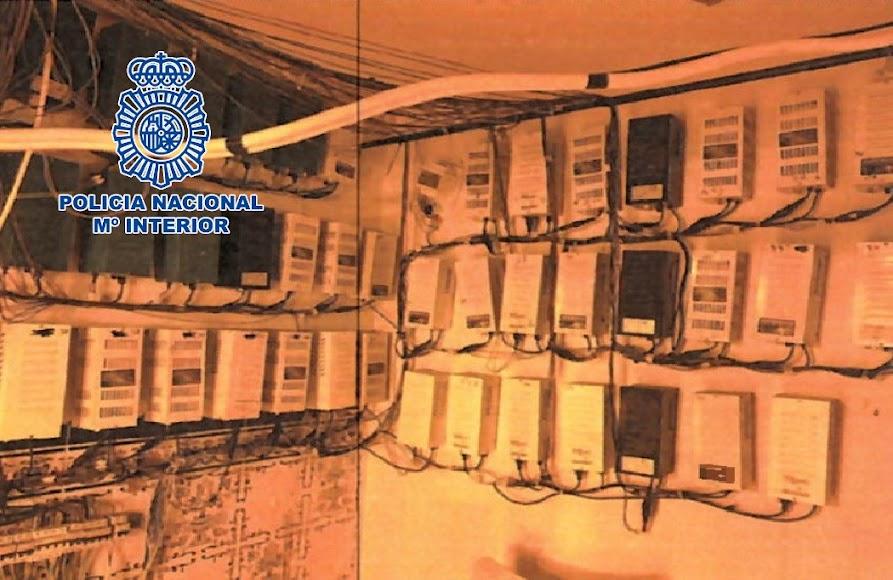 A los detenidos se les acusa de un delito de defraudación del fluido eléctrico.