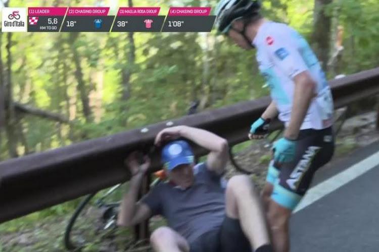 🎥 Incroyable ! Angel Lopez chute à cause d'un spectateur puis le gifle !