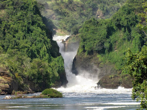 Why Travel to Uganda: Places to Visit & Things to See // Murchison Falls - Photo Credit: Irene Kooiker - Pixabay Free for commercial use-No attribution required