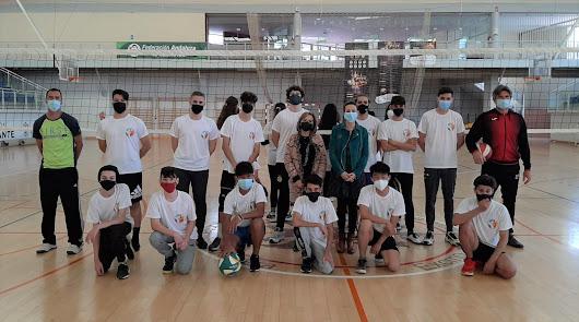 Los alumnos de El Palmeral cuentan ya con su propio equipo oficial de Voleibol