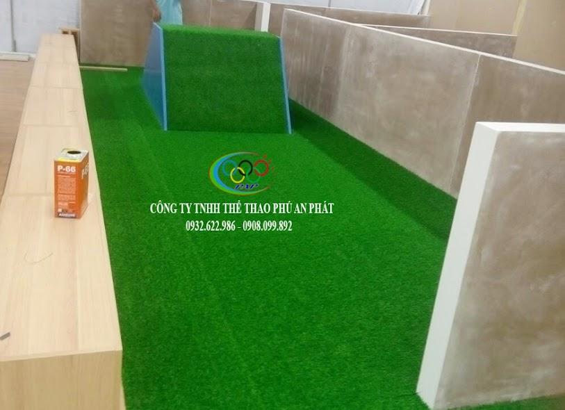 riêng biệt khi có thi công cỏ sân vườn và không thi công thảm cỏ nhựa trong trường thiếu nhi