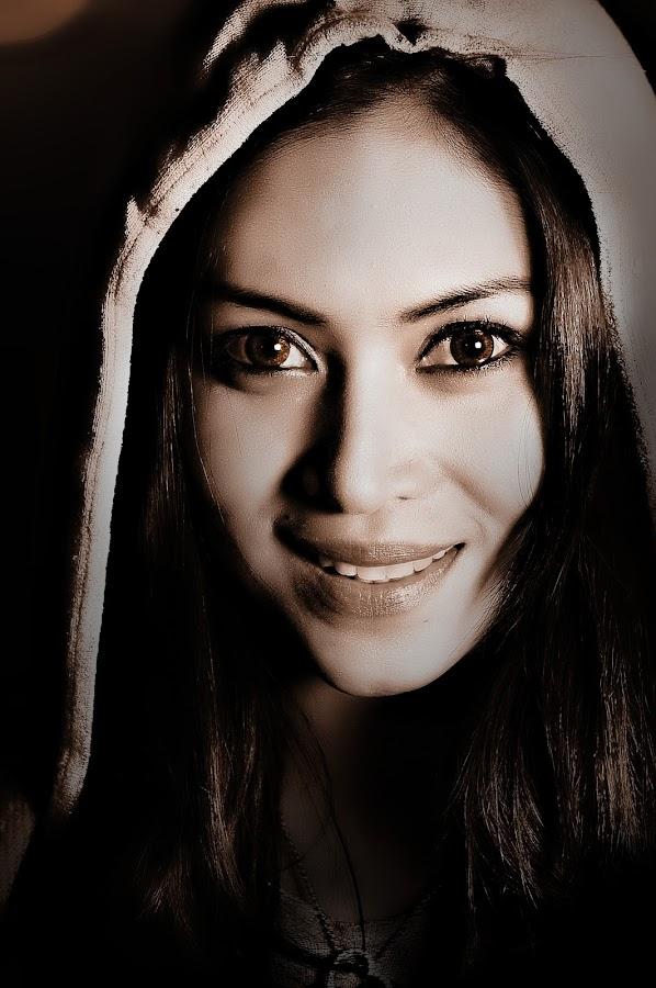brown eyes by Myk  Reyes - People Portraits of Women