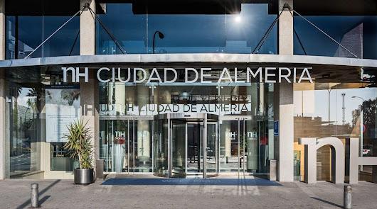 La cadena NH abandona Almería y el propietario evalúa daños en el hotel