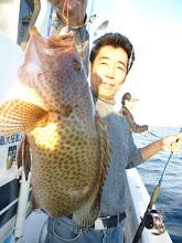 Photo: ドアップのオオモンハタ。 エサ釣りのハシグチさん。