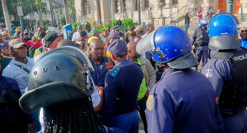 Ondersteuners van Zandile Gumede ontwrig, ineenstorting van vergaderings wat bedoel is om haar byl te verklaar - SowetanLIVE Sunday World