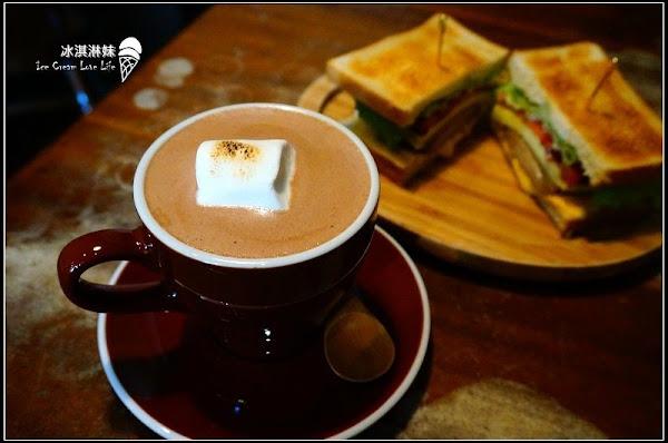 【台北信義】Digout Bar & ICAFFE' - wifi 插座 不限時悠閒酒吧咖啡廳