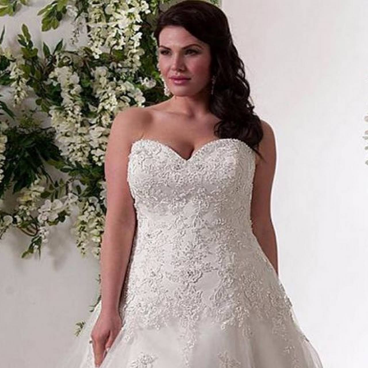 Hollywood Style - svatební a společenské šaty - Svatební Salón v ... 7fbb8a8752