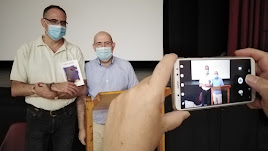 José Luis Campos, con el escritor Juan Herrezuelo a su derecha, en la presentación.