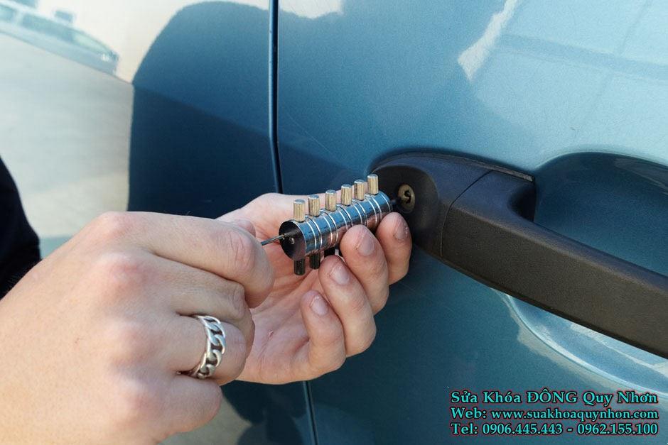 Sửa khóa xe ô tô tại nhà Bình Định