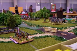 Photo: I dragoni di Liam O'Neill attendono a piè fermo l'attacco della cavalleria olandese (miniature Donnington e Venexia, materiale scenico autocostruito)
