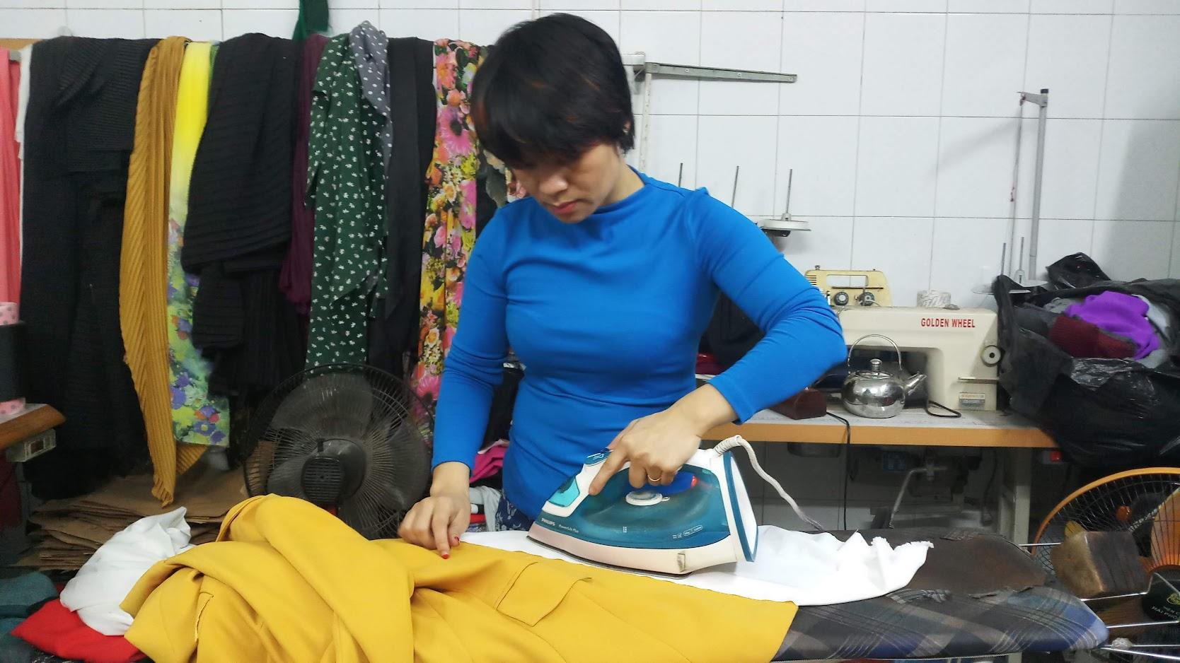 Cách là Áo vest nữ bị nhăn khi giặt khô ở cửa hàng về thời trang thủy