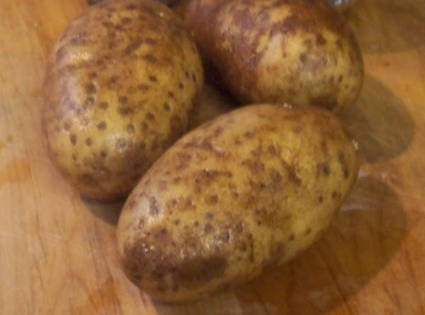 Pre-Heat oven to 400F. wash and scrub potatoes...leave the skin on. Cut in half length wise,...
