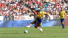 Juan Muñoz en una jugada del Almería-Cádiz.