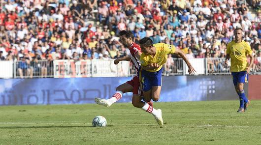 Duelo de equipos necesitados en la décima visita del Almería al Carranza