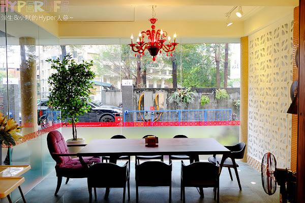 老宅洋房改建呈現新舊交錯的衝突美感,茶食粥品火鍋簡餐都有的茶房餐廳~十二月 粥品 • 茶飲 • 私房菜