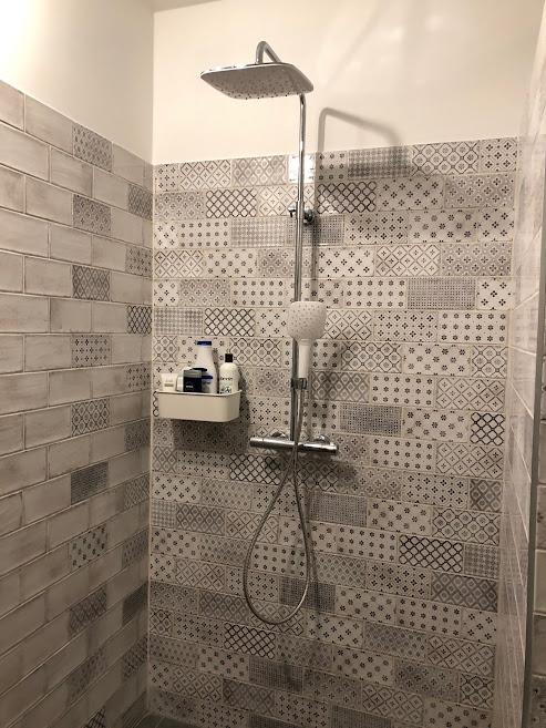 Vita Blaco + dekor rusztikus fürdőszoba