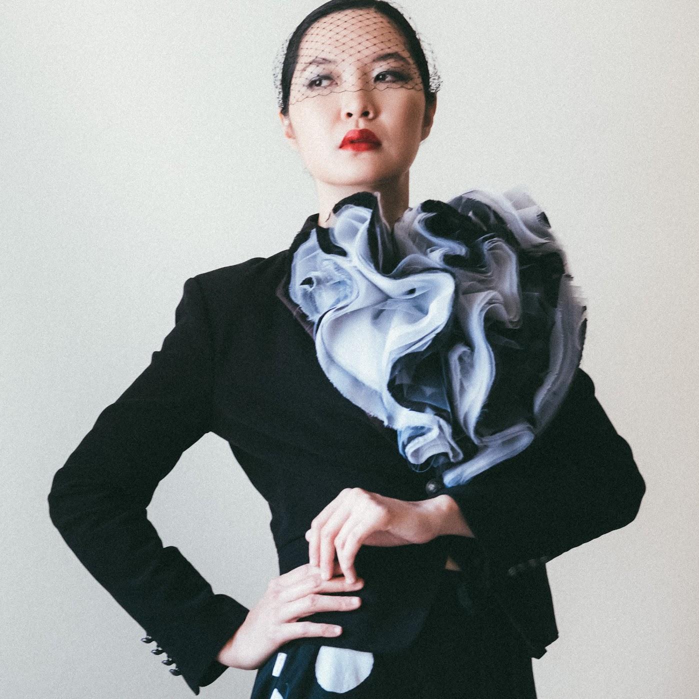 Black and White Organza Bloom Neckpiece - DIY Fashion project | fafafoom.com