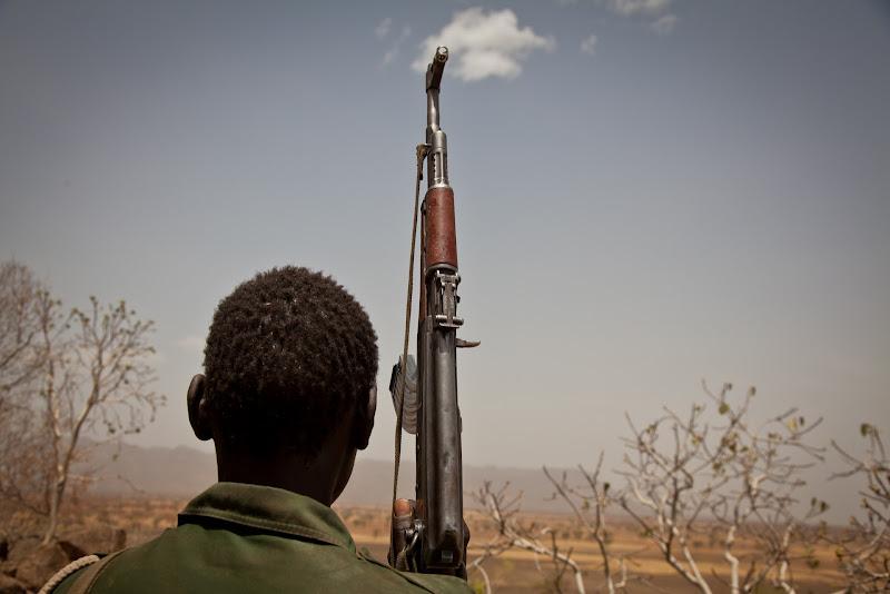 Photo: A Sudan People's Liberation Movement (SPLA-N) rebel soldier looks out toward Talodi, in South Kordofan, a region of Sudan
